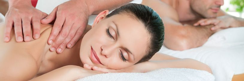 Wellness in Bayreuth. Einzigartig entspannen mit Ganzkörper-Ölmassagen in Bayreuth | © 44117915 | Couple relaxing with massage | rido | fotolia.com